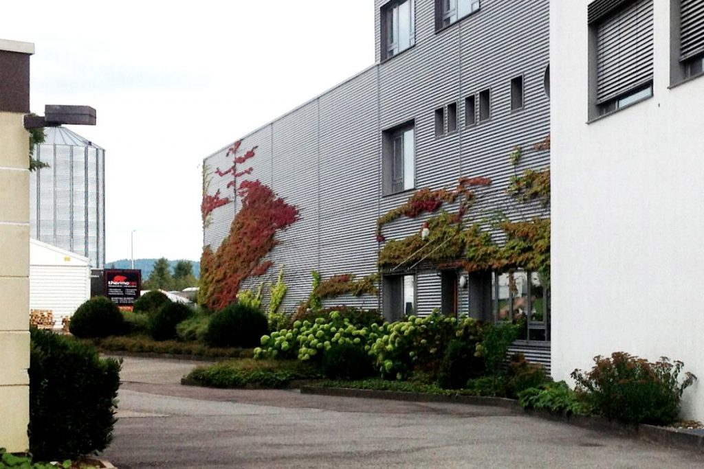 Bürogebäude stilvoll unmrahmt