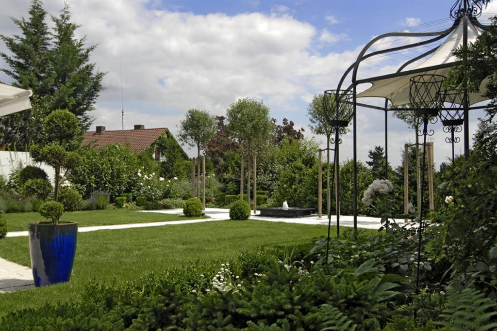 Design-Garten mit klaren Linien
