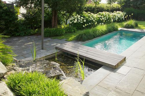Gartenportrait: Biopool mit Spa-Ambiente